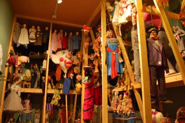 Як організувати бізнес на відкритті лялькового театру