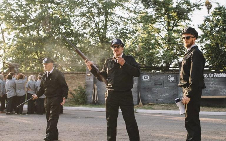 Полицейские с рупором